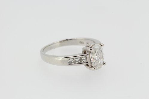 Diamond shoulders single stone ring