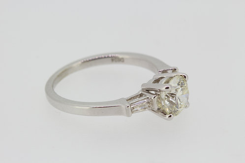Diamond solitaire 1.22cts .24cts baguettes