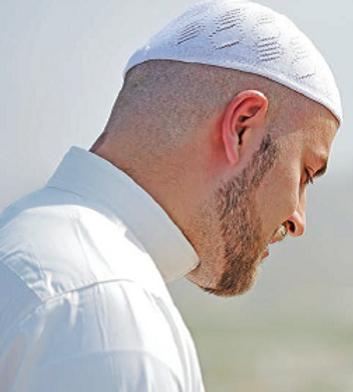 Muslim Man in White.png
