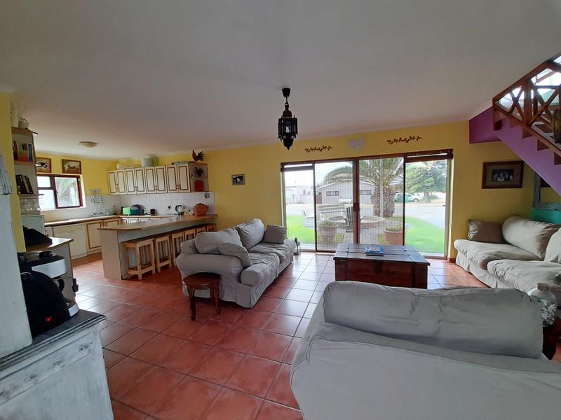 Lounge & kitchen area.jpg