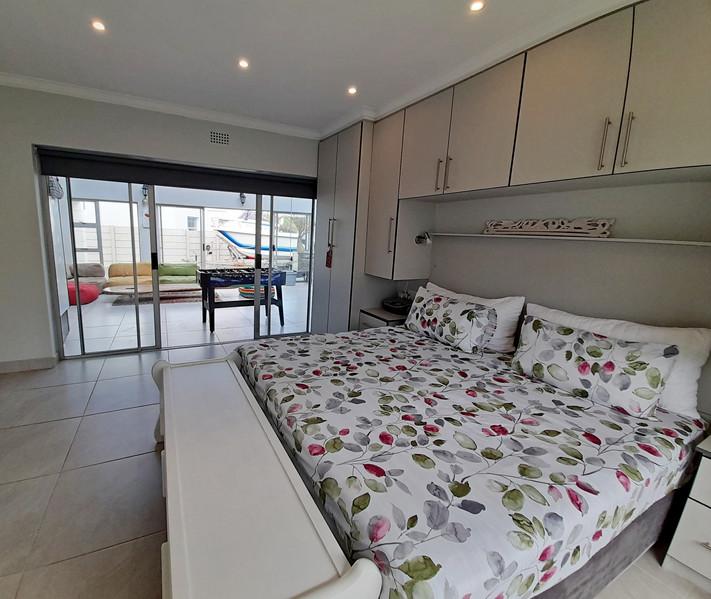 Main bed 3.jpg