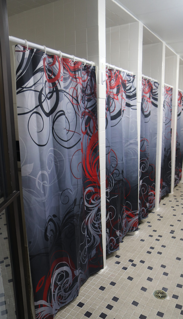 Womens Locker Room (5 Showers)