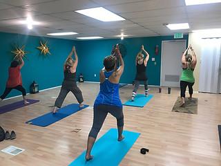 beginner-yoga-cresant-lunge_orig.jpeg