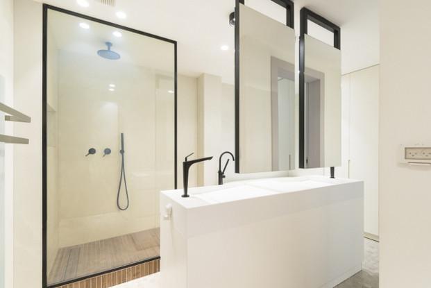 מחיצת זכוכית חכמה חדר אמבטיה מצב פתוח
