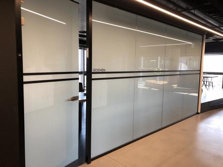 זכוכית חכמה חדר ישיבות