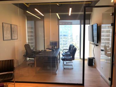 """חדר מנכ""""ל עם נוף פתוח"""