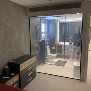 חדר אמבטיה, תל אביב