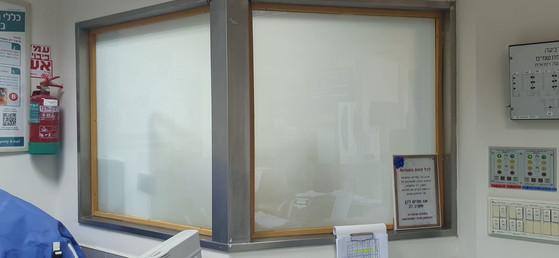 חדר אחיות זכוכית אטומה