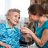 Szkolenie, nauka, jak opiekować się chorym w domu, opika nad niepełnosprawnym