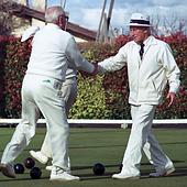 starsi panowie, seniorzy, spotkanie, golf, kapelusz