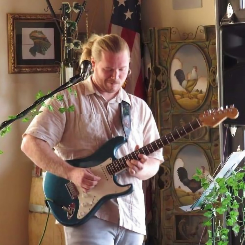 Live Guitar Music at the Vineyard - Lucas Roth