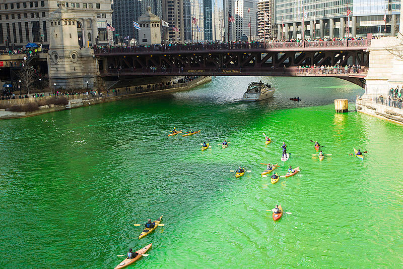 Chicago River painted Green !