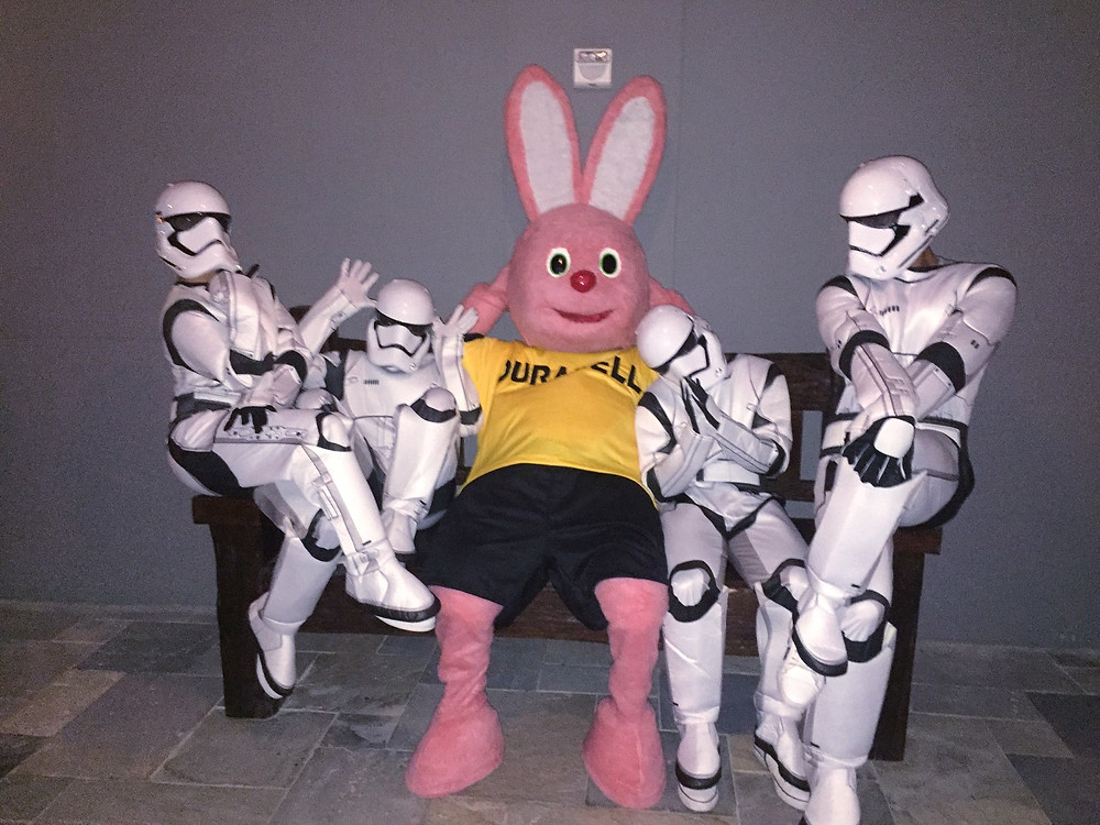 Stormtroopers dancers with Duracell Bunny