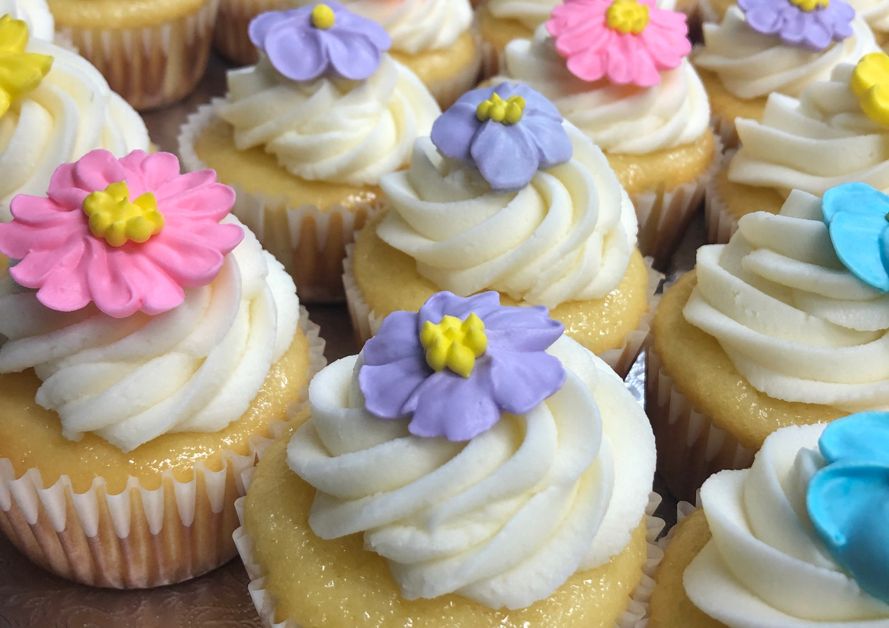 Lemon Cupcake, Cream Cheese Buttercream, Sugar Flowers
