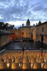 La cour du Château de machy accueille les Soirées d'été fin juin