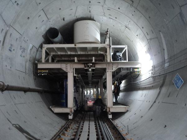 Carro no 2 en el interior del túnel1.JPG
