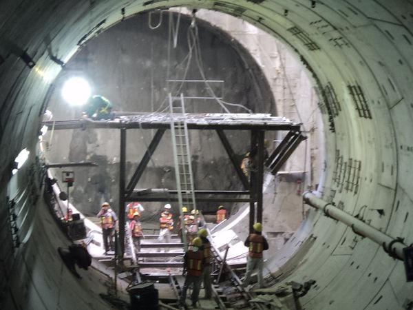 Detalle de andamio en túnel.JPG