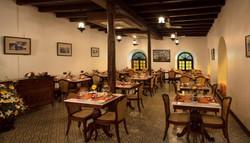Dekorasi Kayu Restoran