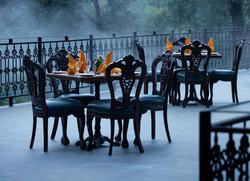 Dekorasi Kursi Kayu Restoran