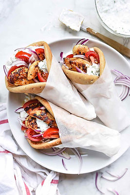 Chicken-Gyros-with-Tzatziki-Sauce-foodie
