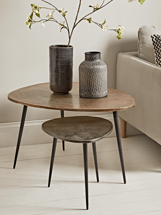 TEXTURED NESTING TABLES