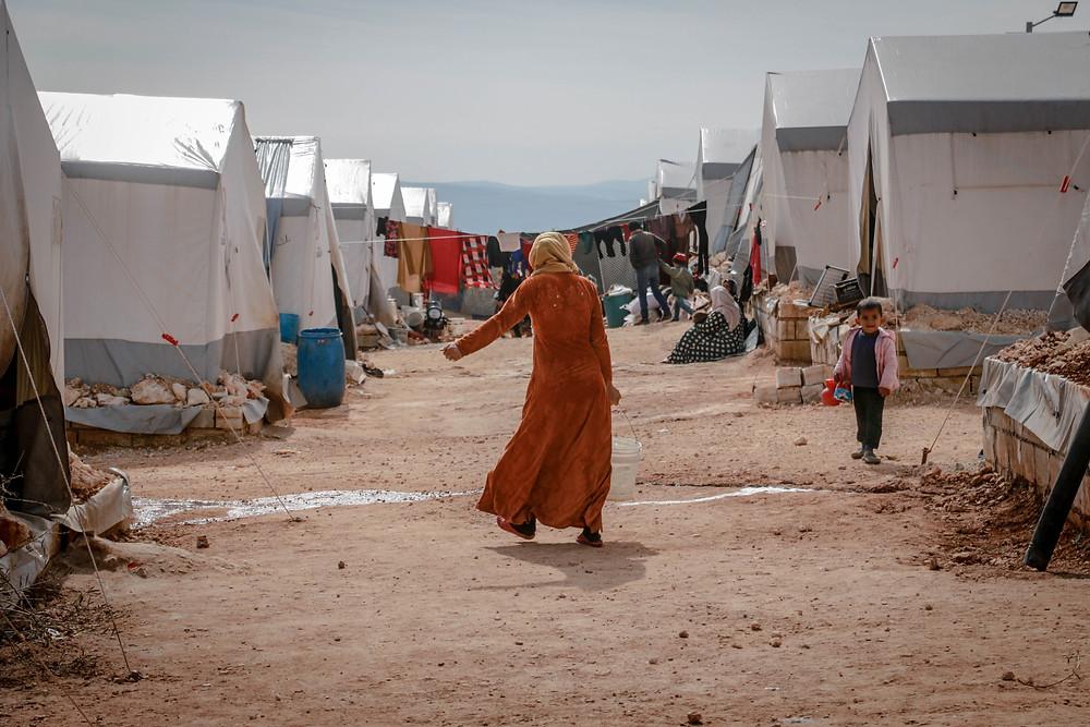 Oft Orte voller Perspektivlosigkeit: Flüchtlingslager (Bild: Pexels)