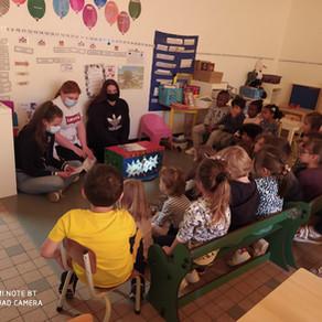 Représentation des boîtes à ombres par les CAP AEPE auprès des écoliers de Monanges