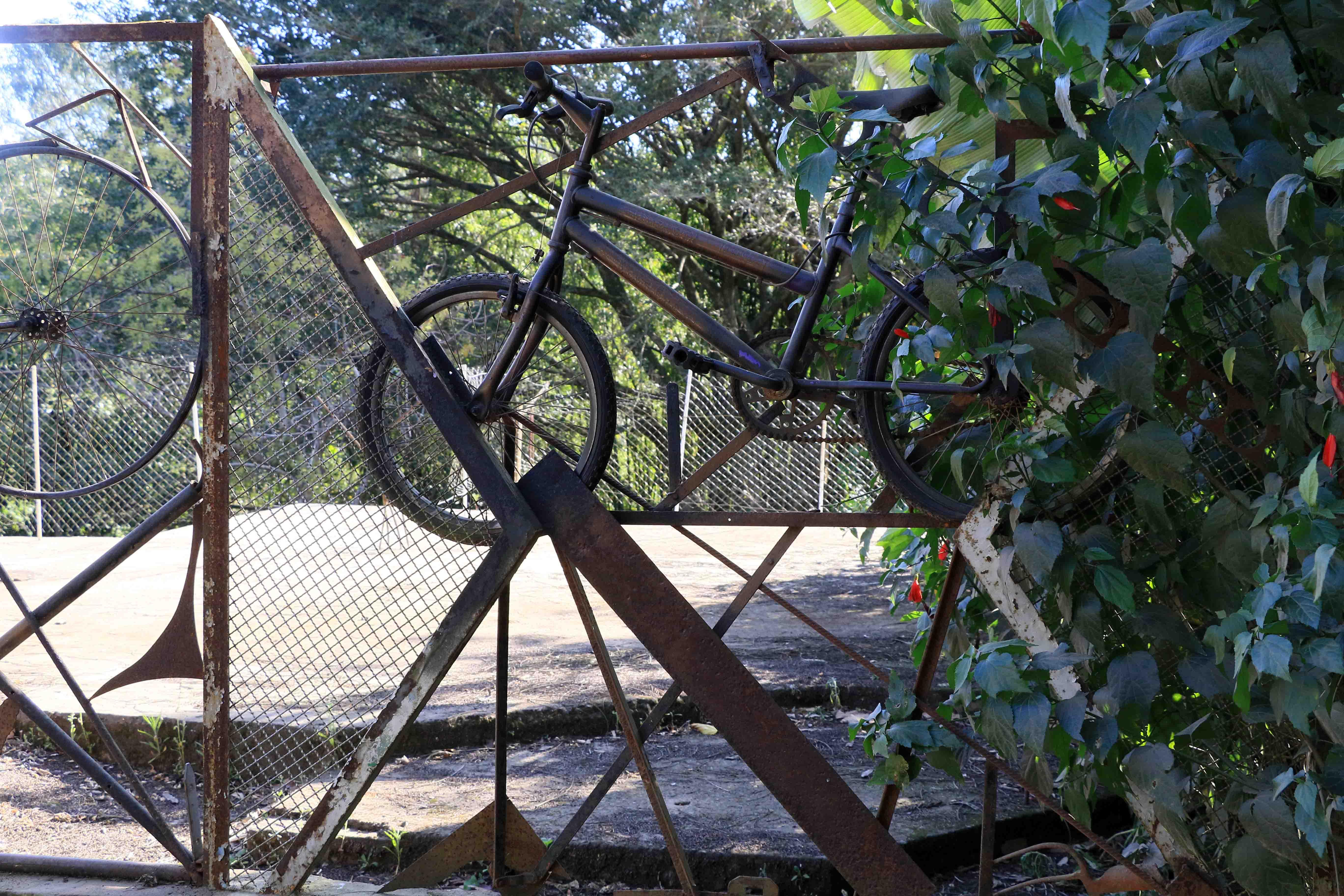 Portão de bicicletas soldado por Mai