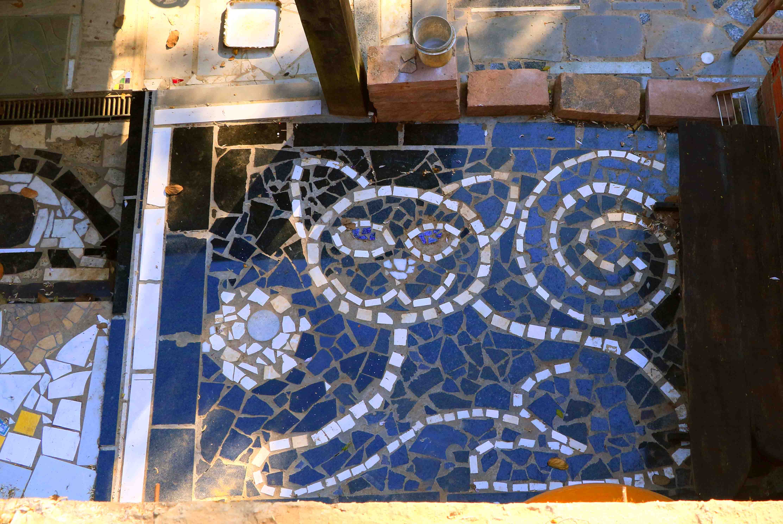 Gato em mosaico de mármore por Mai B