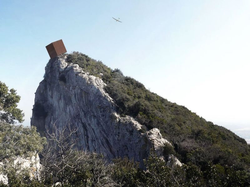 Tip-box-hut-perched-on-a-cliff-ensures-y