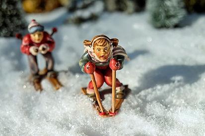 skiing-1873944_1280.jpg
