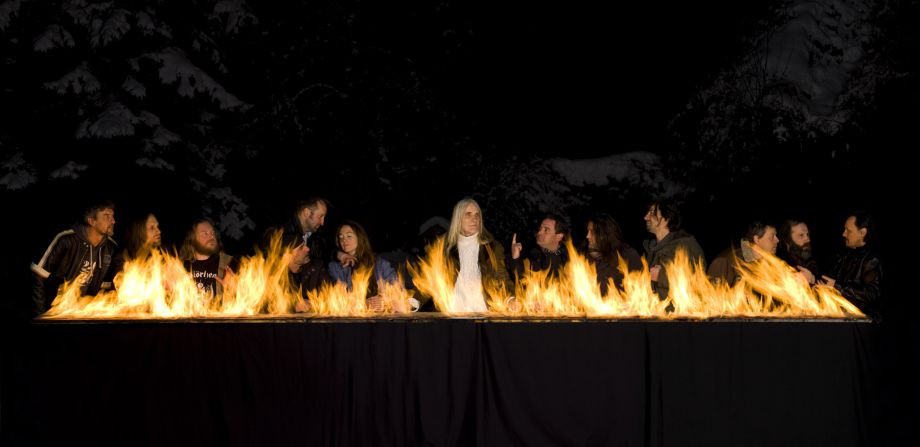The Burning Supper, Julia Bornefeld 2012, 360 × 605 × 40 cm, Digitaler Pigmentdruck / Diasec, Verkohlter Holzrahmen; Courtesy: Galerie Elisabeth & Klaus Thoman, Innsbruck / Wien