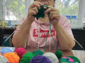 Работа творческой мастерской (вязание)