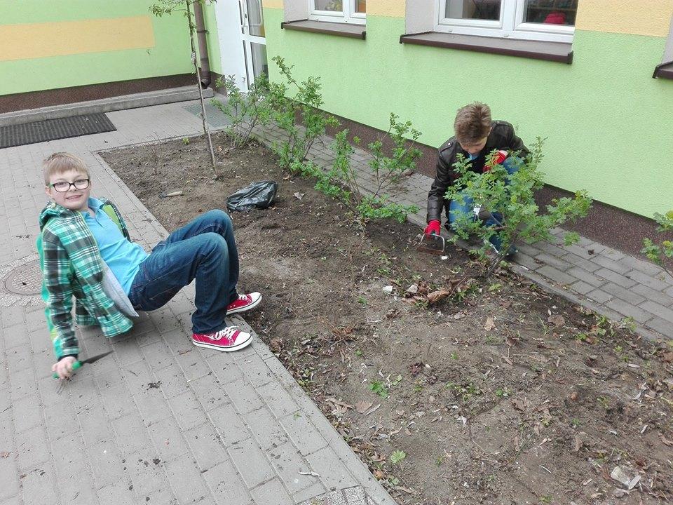 Prace w ogródku dydaktycznym