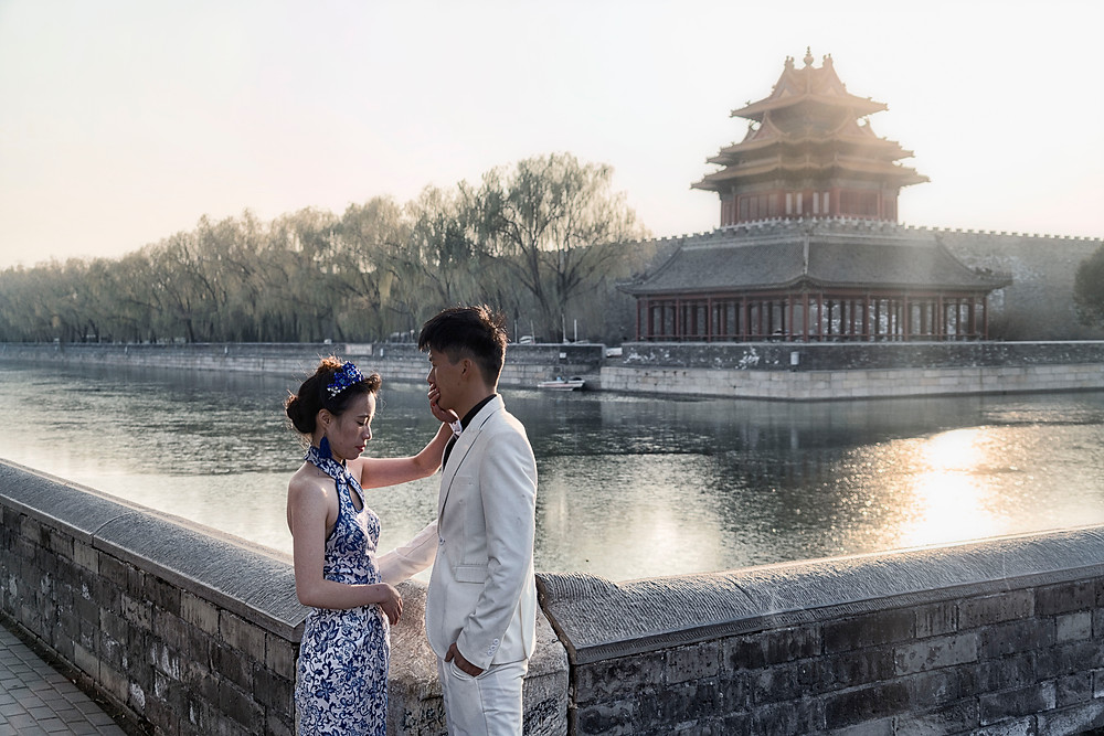 A recent married couple in front of the Forbidden Palace