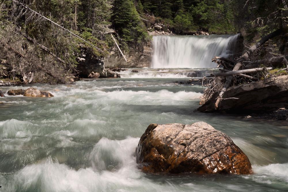 Small side waterfall at Johnston Canyon