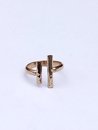 Uneven Bars Ring - gold