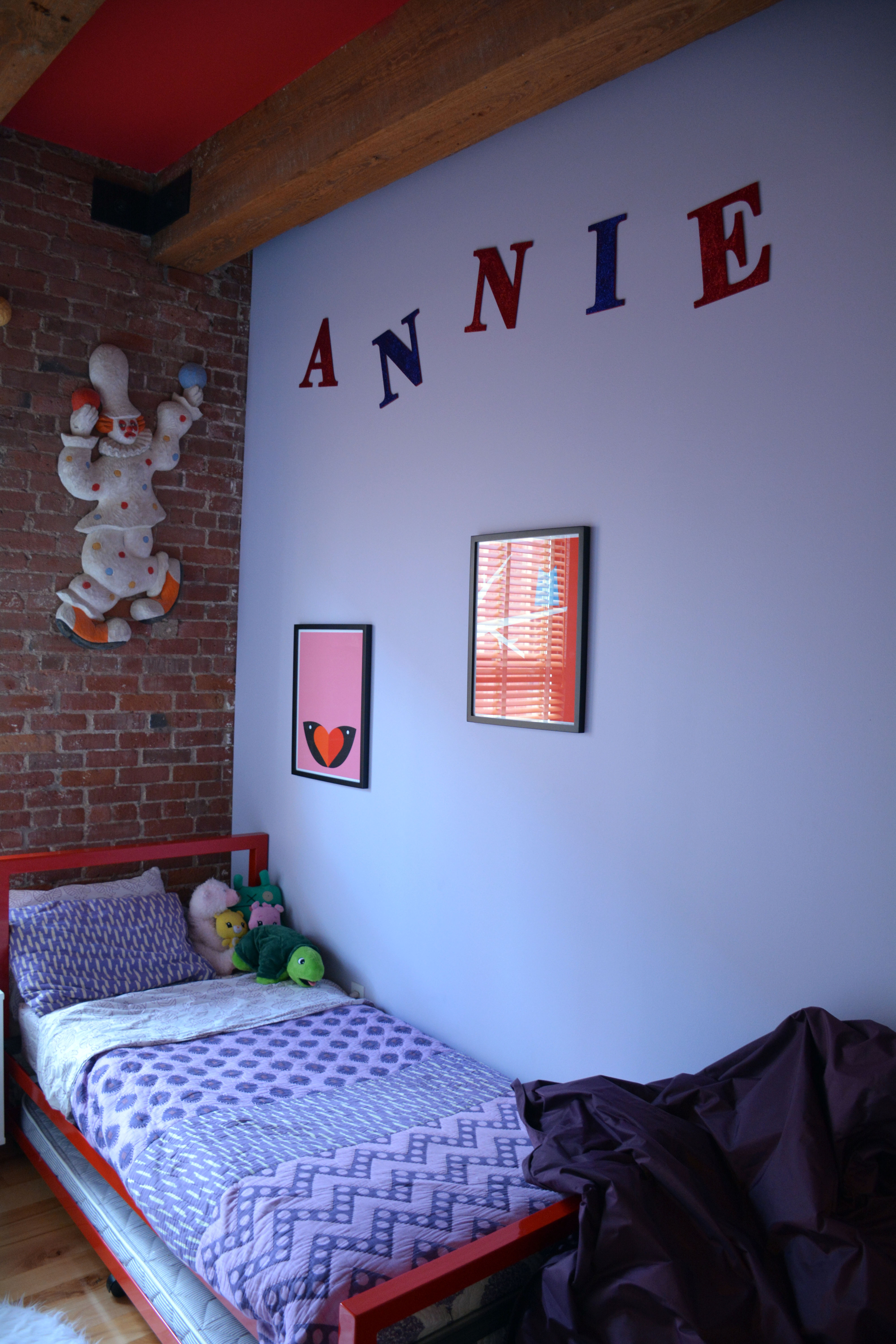 ANNIE'S ROOM