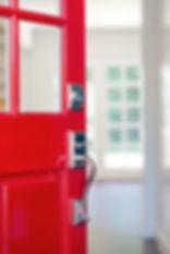offene Tür mit Blick in den Raum für systemische Therapie
