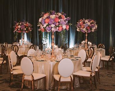 table-decor-dior-chairs-gold-white-fusch