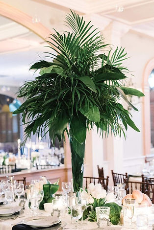 03-a-cool-and-lush-tropical-centerpiece-