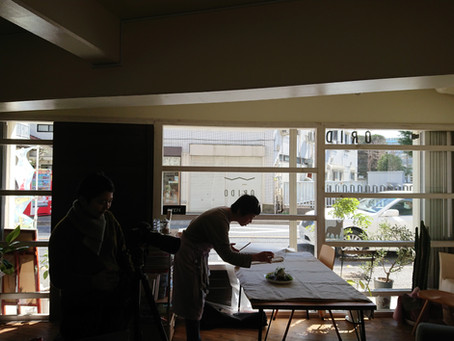 カフェスペースで撮影の一日