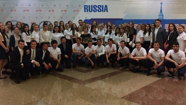 120 волонтеров работали 5 июля 2016 года на форуме ректоров вузов России и Китая