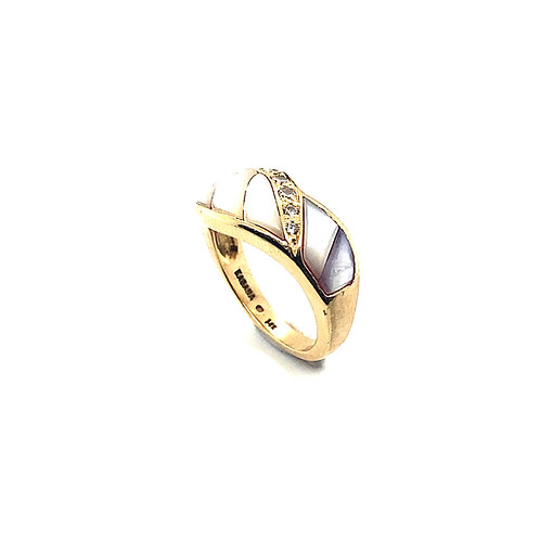 Absolutely Beautiful Mother of Pearl & 0.25ct Diamond Ring Set in 14k Gold
