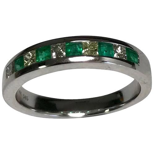 14 K White Gold Emerald & Diamond Band