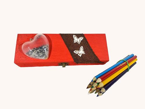Boîte à crayons coeur 3D