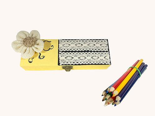 Boîte à crayons dentelles