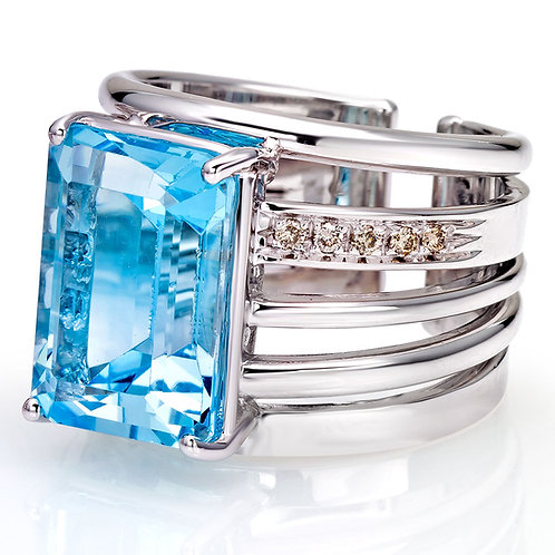 Blue Topas Ring in White Gold