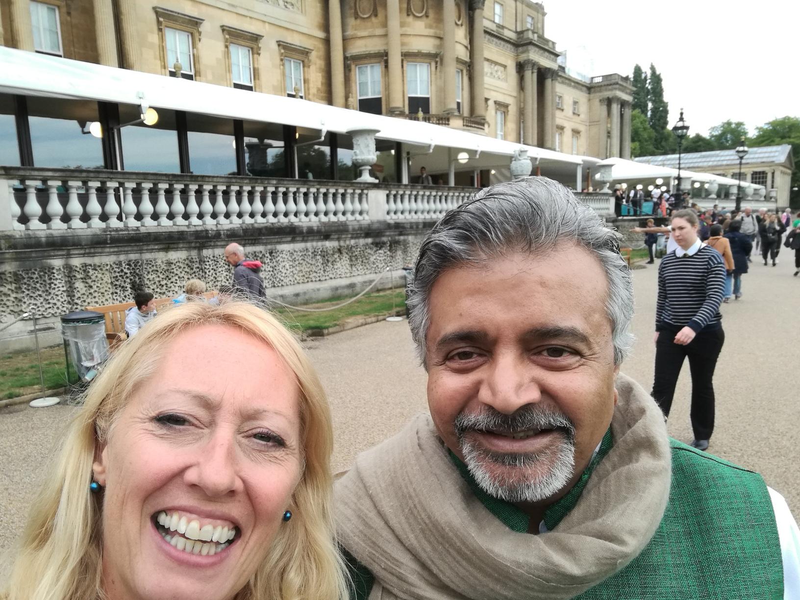 Annie and Omar Vaja Buckingham Palace 16