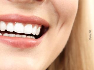 Clarear os dentes dói?